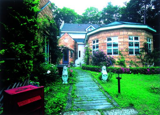 英国の森ホテル クイーンズ・マナ(Queen's Manor)