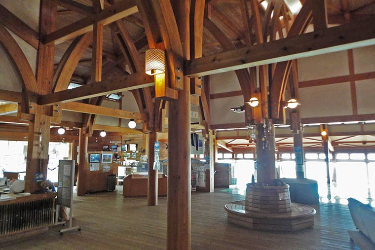 大久野島ビジターセンターの内観
