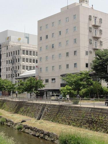 50bb71f33161c ホテル1-2-3よろづや松本駅前から徒歩5分と駅近。松本城まで15分。コンビニまで1分。利用人数が多い程格安になります!ビジネスやレジャーに。