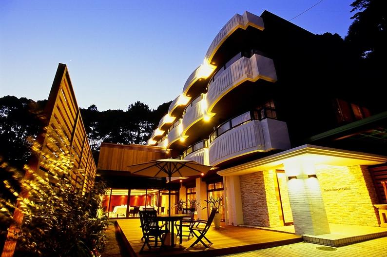 リラックスリゾートホテル熱海駅から車で5分、徒歩15分、熱海の喧騒から離れた高台に位置し、隠れ家の趣きを醸すスモールラグジュアリーホテルです 4dceeb3b27b99