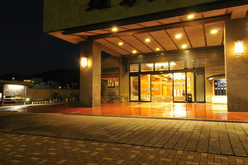 8b9a8b145b6a 土肥温泉 土肥ふじやホテル最上階の展望風呂や部屋より夕日が一望。掛け流し温泉露天風呂付き客室は全10室10タイプ。駿河湾海鮮会席料理が評判食彩の宿