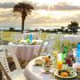 暖かい朝には南房総の海を眺める 潮風も心地良いオープンテラスで朝食を。